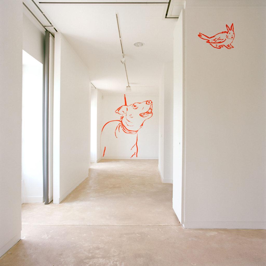 Vue de l'exposition Se laisser pousser les animaux, tranquille, 2006
